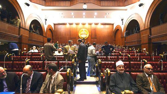 Mitglieder des ägyptischen Verfassungskomitees nach ihrer Abstimmung