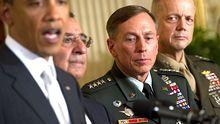 Präsident Barack Obama, Verteidigungsminister Leon Panetta (damals CIA-Direktor) mit den Generälen David Petraeus und George Allen im April 2011.