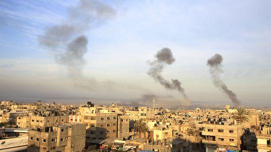 Rauch im Süden des Gazastreifens nach israelischen Luftangriffen