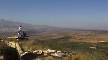 Bewohner des Dorfes Buqata beobachten den syrischen Teil der Golan-Höhen (Archiv)