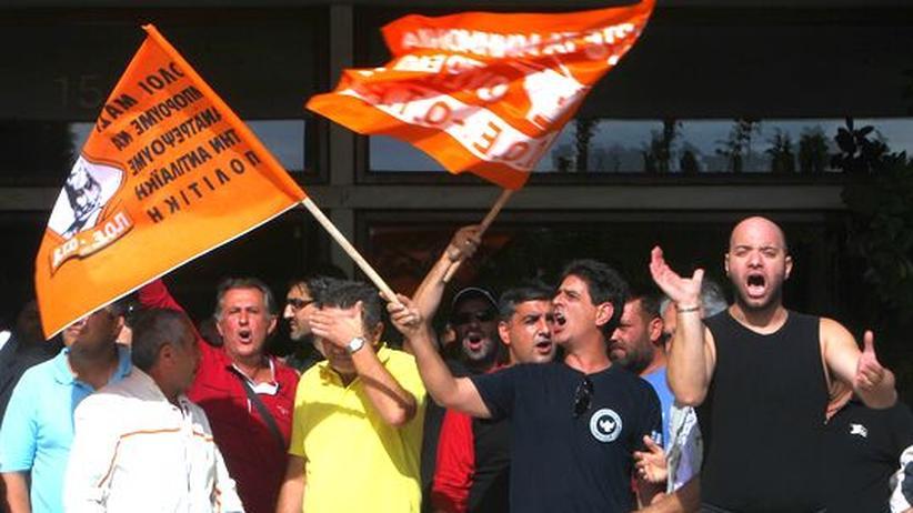 Schuldenkrise: Griechen protestieren gegen neues Sparprogramm