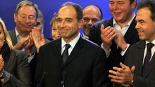 Der neue Parteichef der französischen UMP, Jean-François Copé, spricht nach der Bekanntgabe seines Wahlsieges.