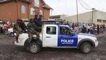 M23-Rebellen mit einem Fahrzeug der kongolesischen Grenzpolizei