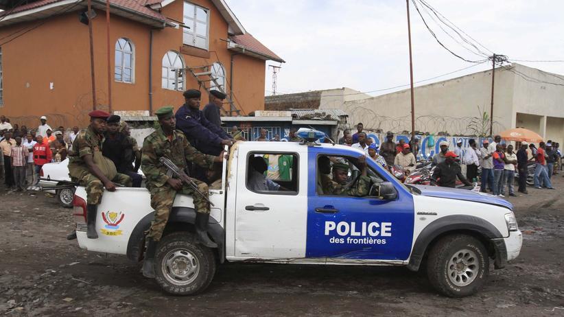 Kongo: Schießen können die Polizeischüler schon