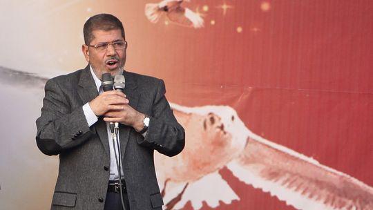 Mohammed Mursi spricht am 23. November 2012 vor dem Präsidentenpalast in Kairo zu seinen Anhängern.