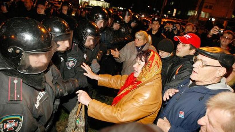 Fälschungsvorwürfe: Ukraine lässt in fünf Bezirken neu wählen