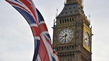Der Union Jack vor dem Big Ben in London