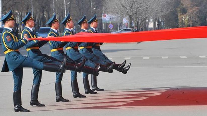Berlin-Besuch Atambajew: Kirgisien ist nur an der Oberfläche ein Musterland