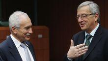 Jean-Claude Juncker (r.), Chef der Euro-Finanzminister, im Gespräch mit Zyperns Finanzminister Vassos Shiarly