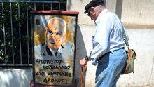 Graffiti des früheren griechischen Verteidigungsministers Akis Tsochatzopoulos, der momentan wegen Korruption im Gefängnis sitzt