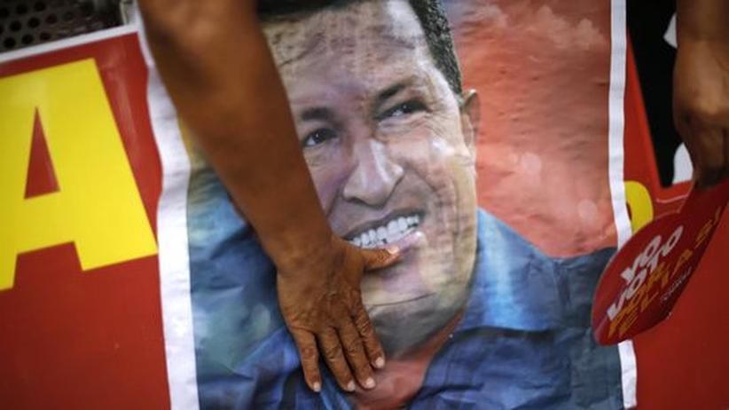 """Venezuela: Hugo Chávez nach Krebs-OP in """"heiklem"""" Gesundheitszustand"""