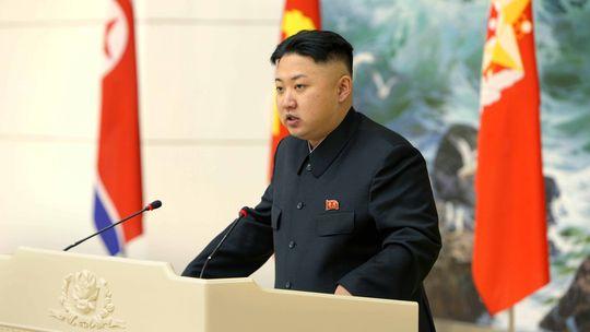 Nordkoreas Machthaber Kim Jong Un spricht vor Wissenschaftlern und Ingenieuren.