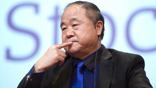 Literaturnobelpreisträger Mo Yan stellt sich Fragen bei einer Lesung in Stockholm am Sonntag.