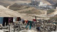 Wäsche trocknet in dem sogenannten Gebiet E1, nahe Jerusalem.