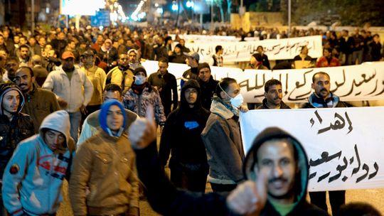 Zunächst friedlich: Ein Protestmarsch am späten Abend in Port Said