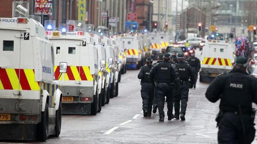 Nordirland: Wieder Gewalt in Belfasts Straßen