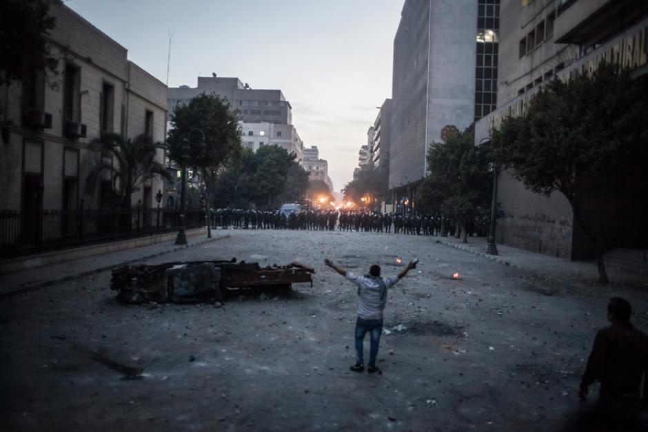 Viele Proteste richten sich gegen die Sicherheitsbehörden. Daher wird das Innenministerium und die Straßen dorthin besonders stark bewacht.