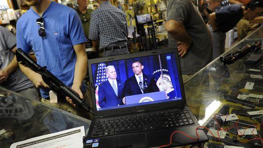 Kunden in einem Waffenladen in Florida