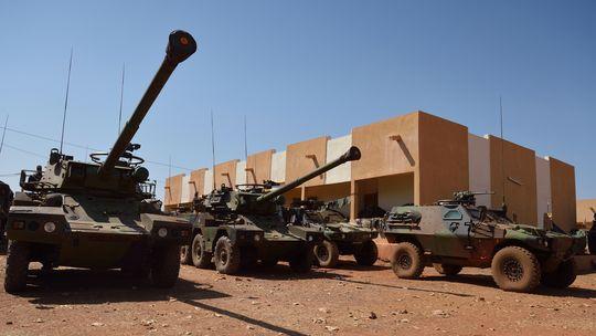 Gepanzerte Fahrzeuge der französischen Armee in der Nähe von Bamako