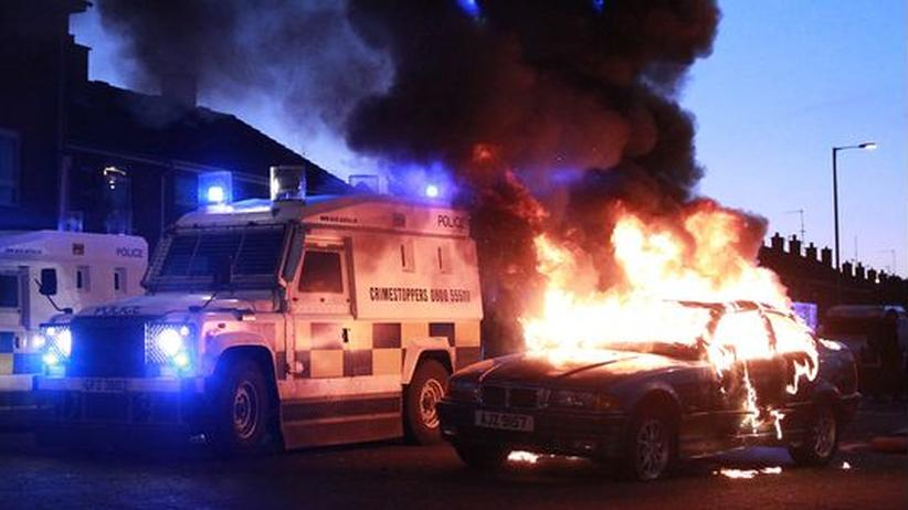 Fahnenstreit: Zahlreiche Verletzte bei Krawallen in Nordirland