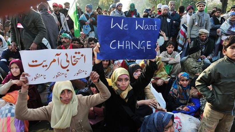 Marsch auf Islamabad: Demonstranten wollen Pakistans Parlament stürmen