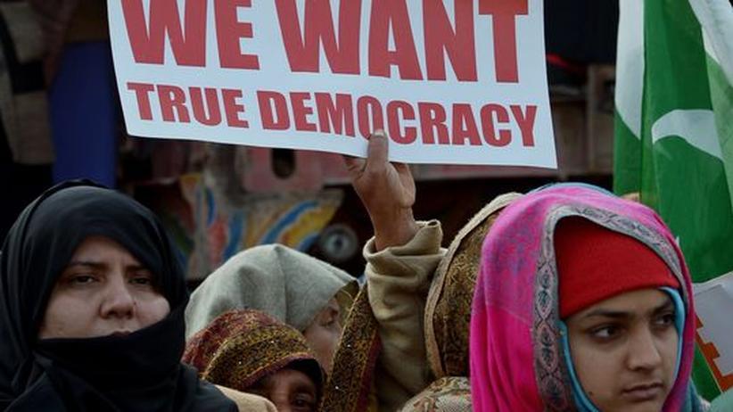 """Machtprobe: Krise in Pakistan entwickelt sich zum """"Coup light"""""""