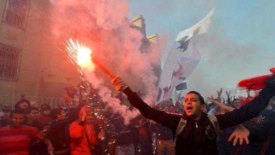 Fans des ägyptischen Fußballvereins Al-Ahly feiern Ende Januar im Stadion in Kairo die Bestrafung der Täter von Port Said.