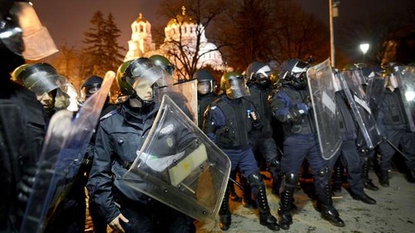 Strompreise: Aufgebrachte Bulgaren attackieren Parlament