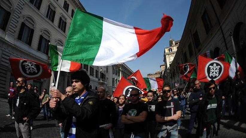 Anhänger von Casa Pound während einer Demonstration in Rom