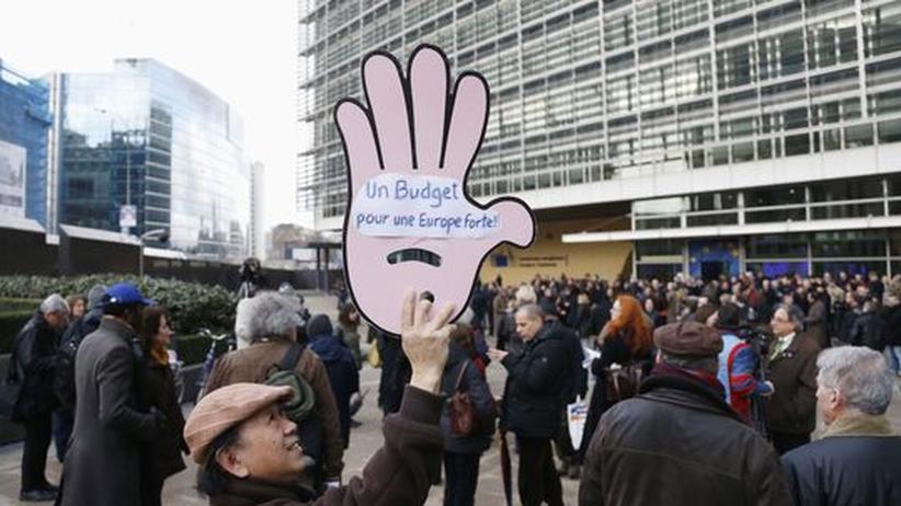EU-Finanzplan: Demonstranten vor dem Gebäude der EU-Kommission in Brüssel