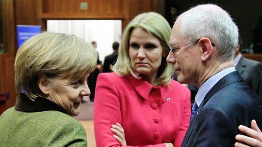 Auf Kompromisssuche: Kanzlerin Angela Merkel (links), die dänische Regierungschefin Helle Thorning Schmidt und Ratspräsident Herman Van Rompuy