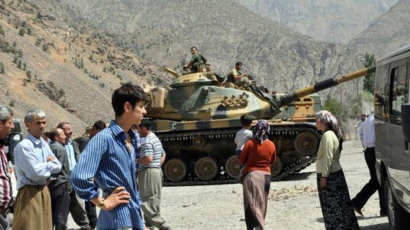Türkisches Militär in der Nähe des Stützpunkts Gecimli.