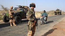 Französische Soldaten auf der Straße nach Gao in Mali