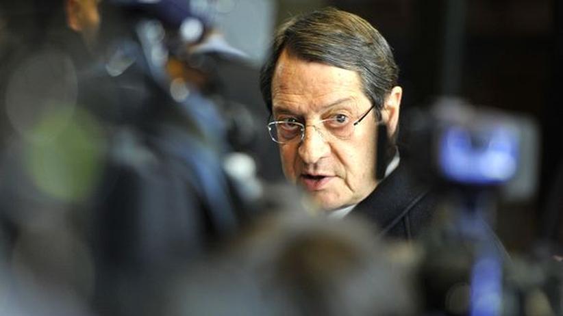 Zwangsabgabe: Familie von Zyperns Präsident soll Vermögen gerettet haben