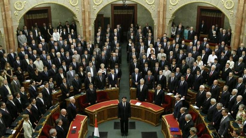 Regierung Orbán: Ungarns Präsident Janos Ader bei seiner Vereidigung im Parlament im Mai 2012
