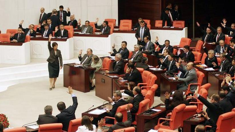 Kleiderordnung: Türkische Parlamentarierinnen dürfen Hosen tragen