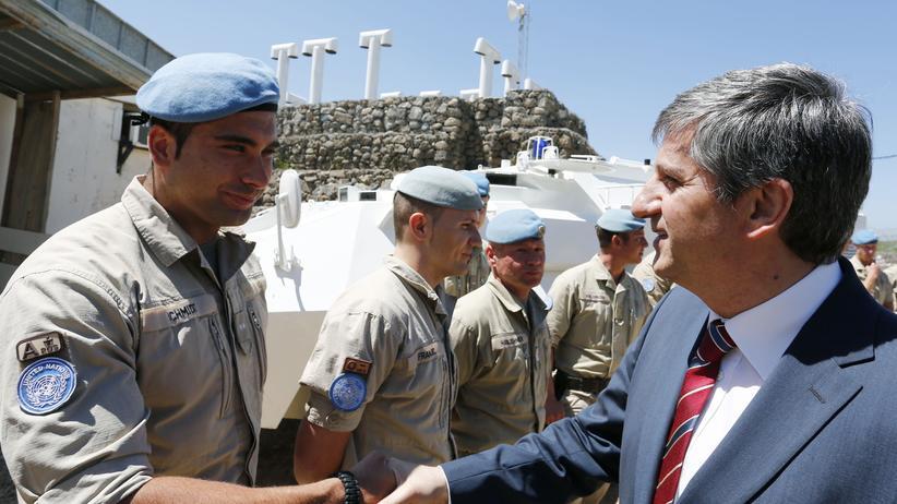 Golan-Höhen: Der österreichische Außenminister Michael Spindelegger mit UN-Soldaten auf den Golan-Höhen im April 2013