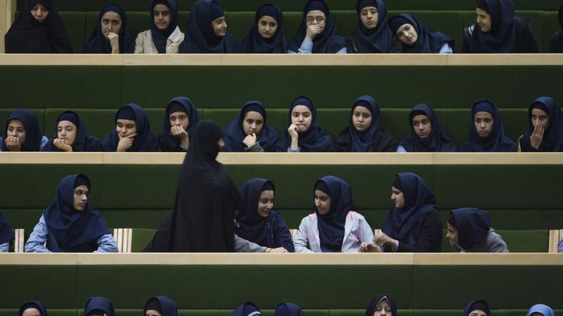 Iran: Auch Frauen an iranischen Universitäten dürften künftig ohne Kopftuch studieren können.