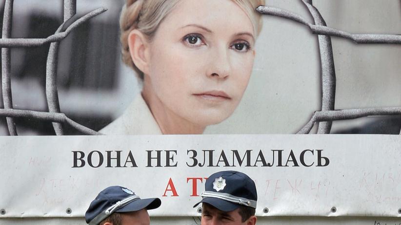 Ukraine: Auf dem Demoplakat gegen die Inhaftierung der ehemaligen ukrainischen Präsidentin Julija Timoschenko steht sinngemäß: Sie ist nicht zerbrochen. Wie steht es um Dich?