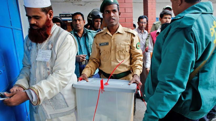 Bangladesch : Regierungspartei gewinnt Parlamentswahl ohne Konkurrenz