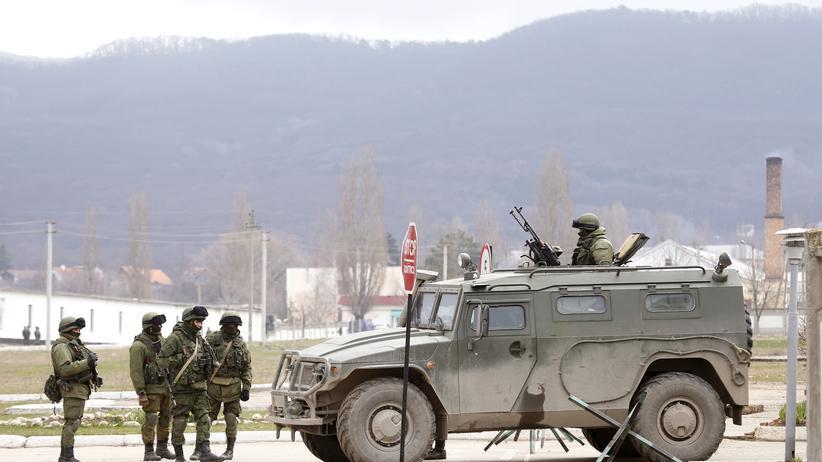 Bewaffnete in der Nähe von Simferopol. Sie sollen Russland unterstützen.
