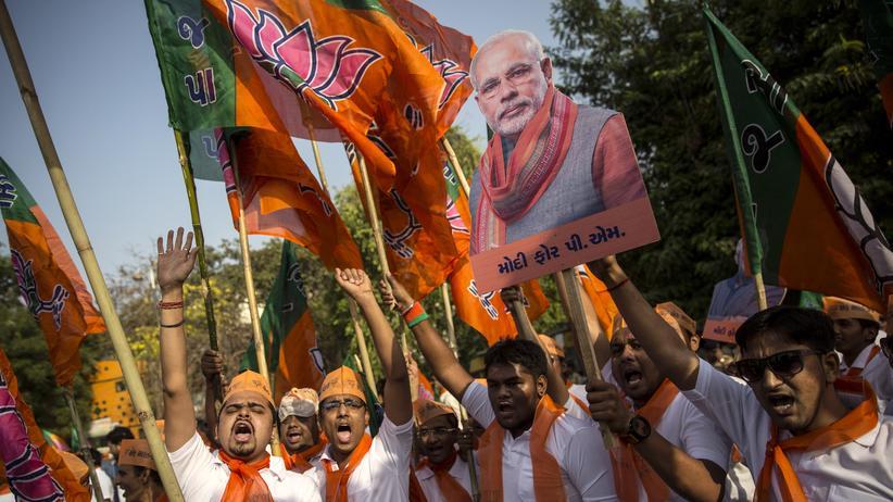 Parlamentswahl Indien: Modi-Anhänger jubeln schon vier Wochen vor dem Ende der Wahl