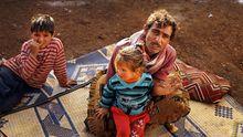 Eine Familie aus der belagerten syrischen Stadt Aleppo im Flüchtlingslager im Libanon