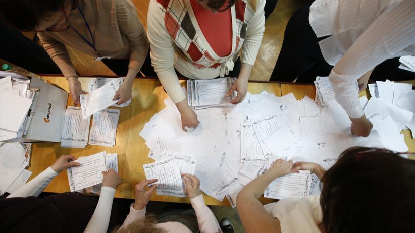 Ukraine-Krise : Stimmauszählung beim Referendum in Donezk