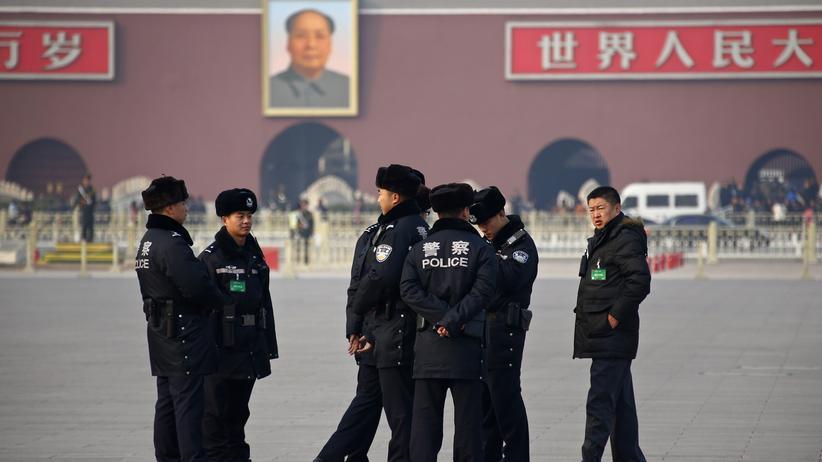 Pekinger Polizisten auf dem Tiananmen-Platz