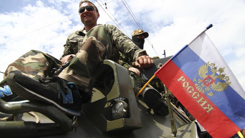 Ukraine: Prorussische Separatisten auf einem Panzer in Donezk (Bild vom 25. Mai)