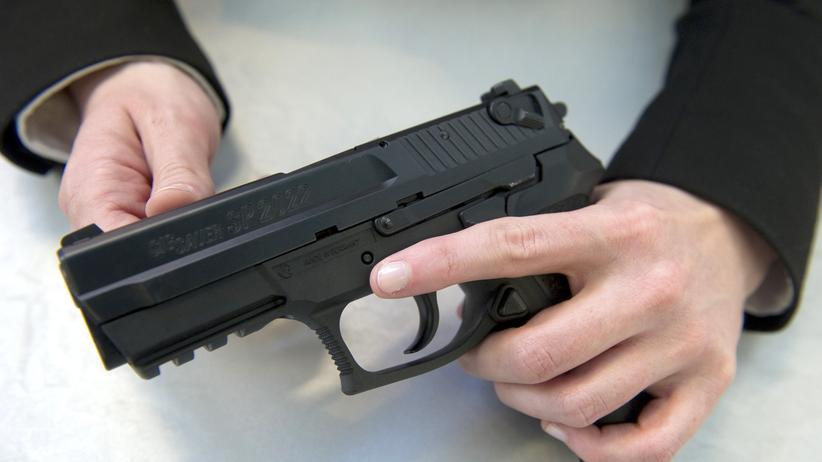 Waffenhandel: Eine 9-Millimeter-Pistole des Typs SIG Sauer SP 2022