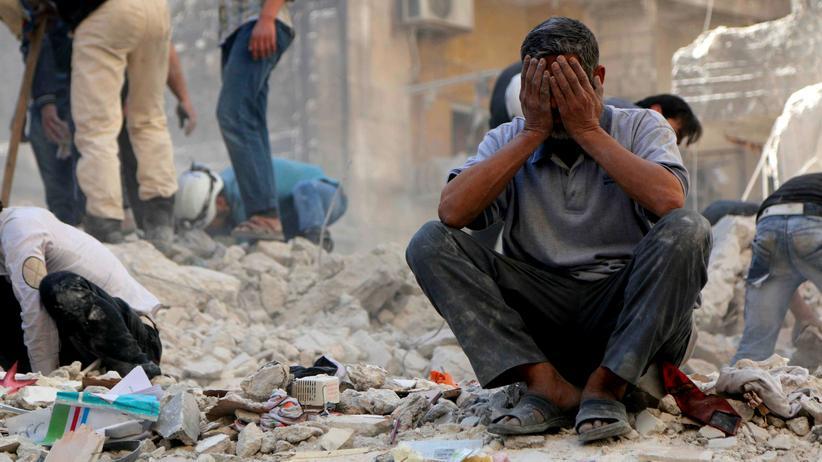 Syrien: Ein Mann in Trümmern in der syrischen Stadt Aleppo