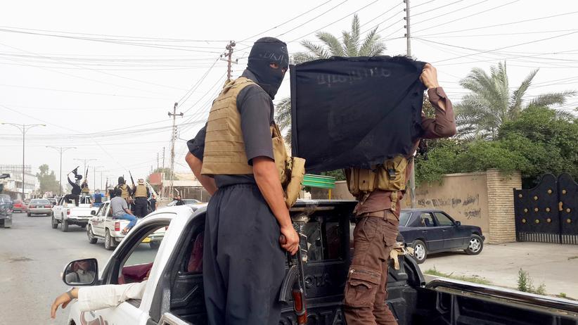 Irak: Kämpfer der islamistischen Gruppe Isil nach Einnahme der Millionenstadt Mossul