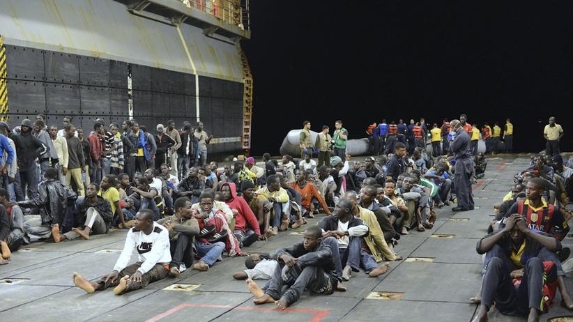 Flüchtlinge: Flüchtlinge an Bord eines US-Kriegsschiffs (Bild vom 7. Juni)